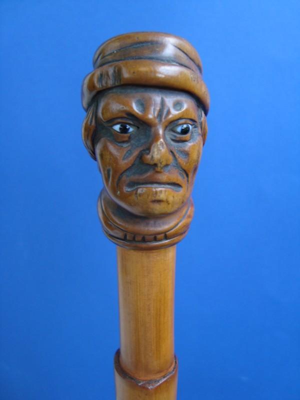 Herrenbüste aus Holz